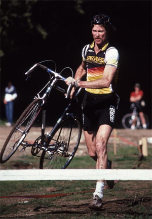 Laurence Malone hustles during a cyclocross race in Santa Cruz in December 1985. (Ray Hosler photo)